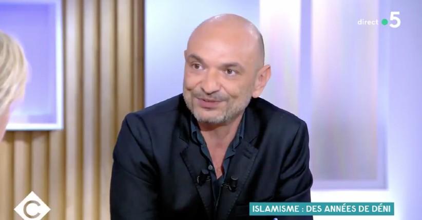 Le CCIF, ennemi de la République : Richard Malka rappelle que le CCIF revendique que «l'Islam doit régir toutes les sphères de la vie sociale. La population musulmane n'a pas envie de se soumettre au mode de vie pratique en France» (Vidéo)