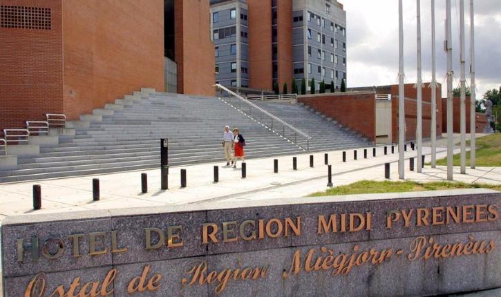 Occitanie : les caricatures de Charlie Hebdo projetées sur les façades des deux hôtels de région de Toulouse et Montpellier