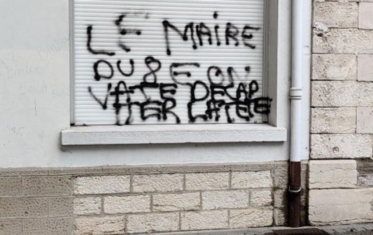 """Lyon : nouveaux tags menaçant de décapitation """"le maire du 8e"""", """"les profs et les élèves"""""""