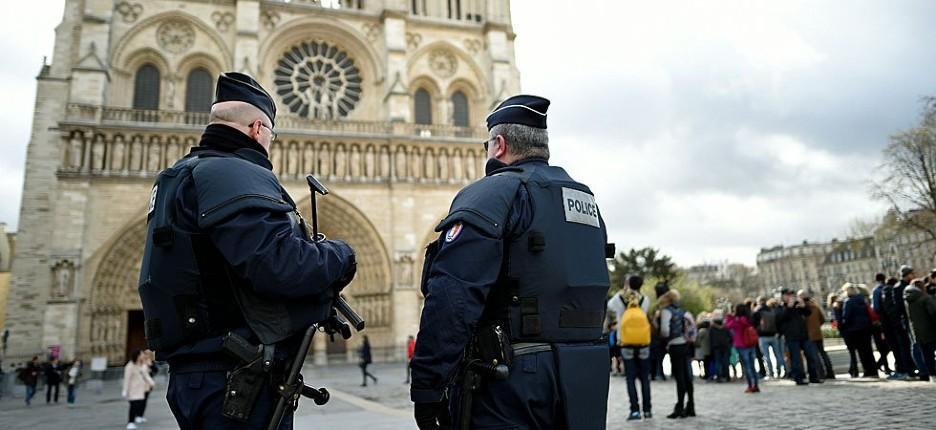 """Farid Ikken, ex-journaliste, auteur d'une attaque au marteau contre des policiers """"Sachez chiens de Français que nous sommes déjà chez vous, au pied de votre porte pour vous égorger"""""""