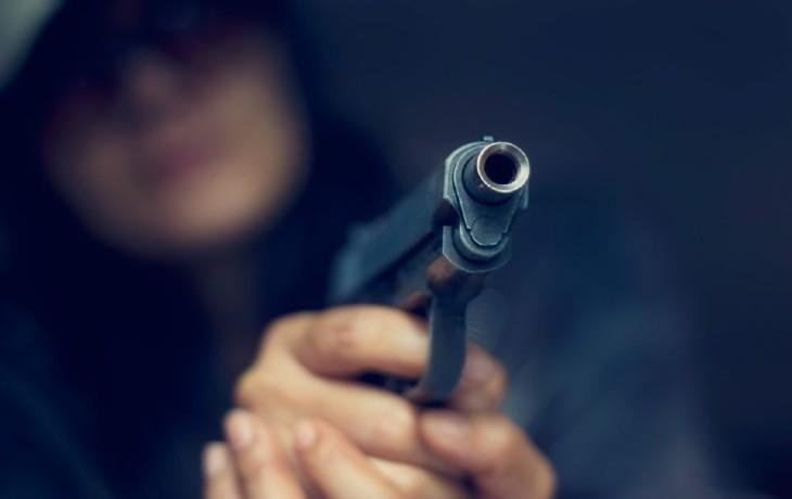 menace arme pistolet
