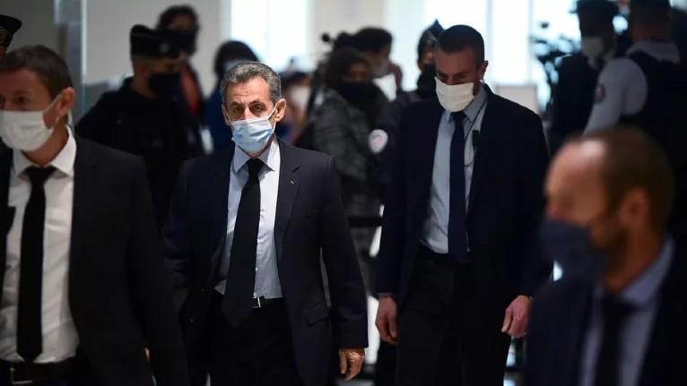 Procès Sarkozy : le Parquet national financier (très à gauche) assume de violer la loi sous les huées des avocats