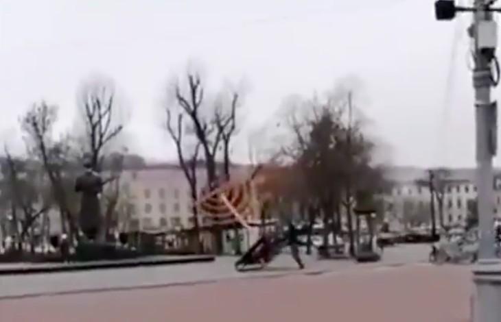 menorah renversé antisémitisme à Kiev