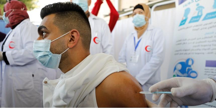 Contrairement aux affirmations sur France Info, l'Autorité palestinienne a avoué que le retard sur la vaccination était dû au retard de livraison des fabricants et non à Israël