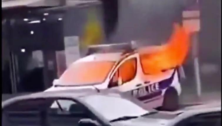 Mulhouse : deux racailles mettent le feu à une voiture de police, les deux suspects relâchés (Vidéo)