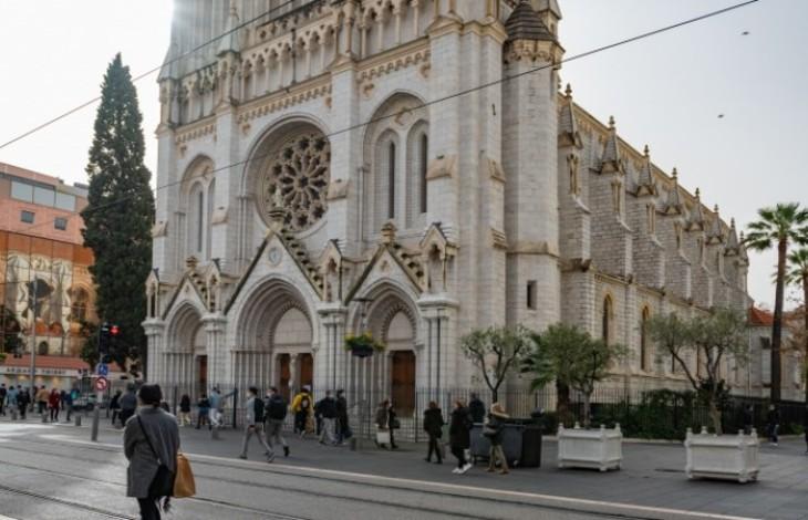 """""""Je soutiens mes cousins musulmans"""", un homme interrompt la messe dans la basilique de Nice frappée par un attentat"""