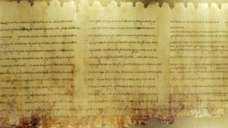 Israël dévoile un manuscrit biblique vieux de deux mille ans découvert en Judée, occupée par les Palestiniens