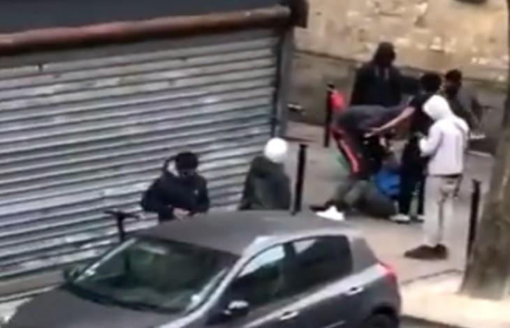 Ensauvagement: Une jeune femme violemment passée à tabac par une bande de racailles, «chances pour la France»,  à Bordeaux (Vidéo)