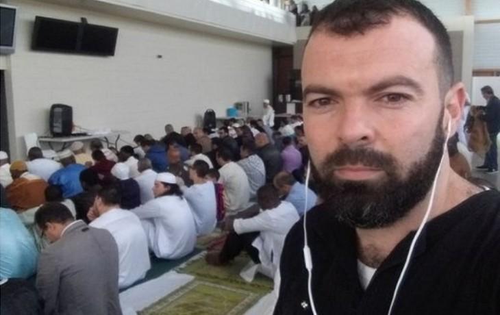 """Après le meurtre de Samuel Paty, l'égorgeur de Rambouillet écrit sur Facebook : """"Ô les musulmans, maintenant nous allons répondre aux insultes de la France"""". 2 mois plus tard, il obtenait sa carte de séjour"""