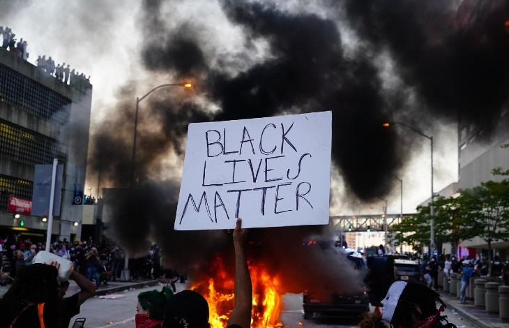 Alors que les Black Lives Matter saccagent le pays, pour Biden, les «suprémacistes blancs» sont la principale menace intérieure aux Etats-Unis. Génération identitaire bientôt classé comme «organisation terroriste»