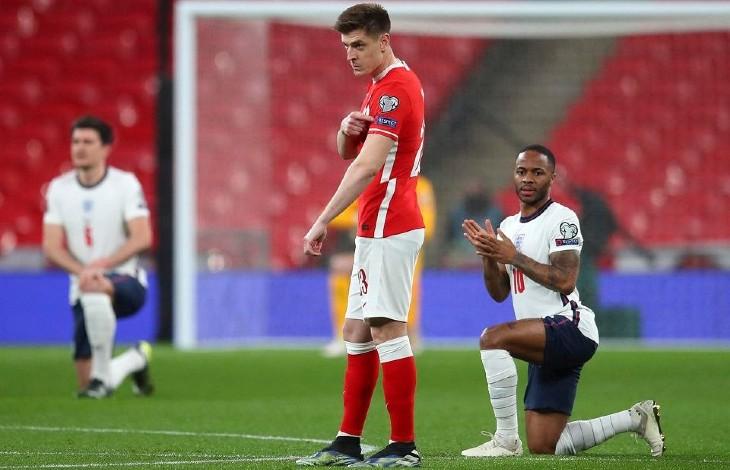 L'équipe polonaise de football refuse de s'agenouiller en début de rencontre face à l'Angleterre, un geste «dégradant» en hommage au truand George Floyd