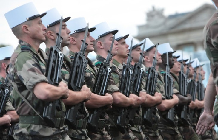 """« La France est en péril, plusieurs dangers mortels la menacent… sinon demain sera la guerre civile » : 20 généraux appellent Macron à défendre le patriotisme. Marine Le Pen : """"Messieurs les généraux, rejoignez-moi dans la bataille pour la France"""""""