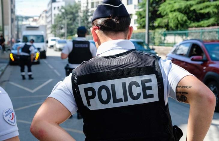 Aubervilliers (93) : « Sales catholiques, les catholiques vous allez tous mourir », un homme menace et mord un policier
