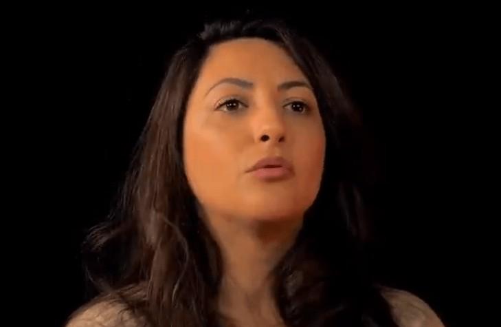 """""""Quand je ne faisais pas le ramadan, on me traitait de sale Française. Je me faisais taper dans la cour"""" : le témoignage bouleversant de Claire Koç (Vidéo)"""
