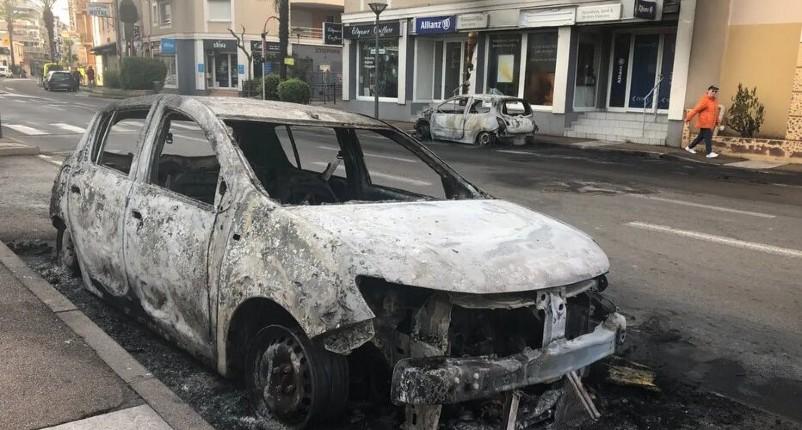 Emeutes: « Ils ont encore foutu le feu partout… une nouvelle nuit de chaos et de guérilla urbaine» : énième nuit d'émeutes à Fréjus et Saint-Raphaël, 3 policiers blessés (Vidéo)