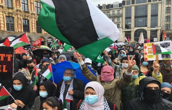Lille : une banderole avec une croix gammée lors d'une manifestation des islamistes pro-palestiniens
