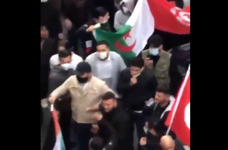 «Juifs de merde» devant une synagogue : manifestation d'Arabes et de Turcs antisémites en Allemagne (Vidéo)