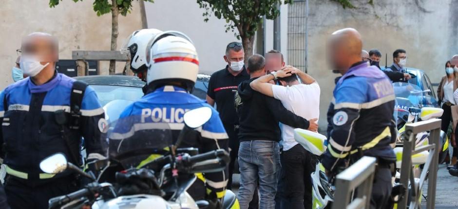 Avignon : Éric, un policier et père de deux enfants, tué par balle pendant un contrôle, le tireur s'est enfui en trottinette. Un suspect arrêté, le tireur toujours en fuite