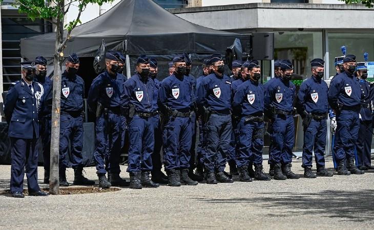 """""""La police peut faire face si on la réarme"""", répètent les signataires de la tribune des policiers (43 000 signatures)"""