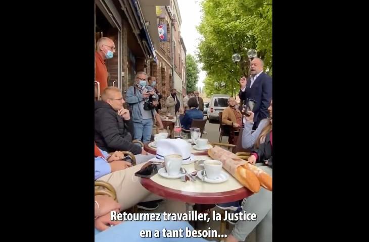 """Dupond-Moretti taclé en pleine rue par Damien Rieu qui l'accuse de défendre les criminels: """"Macron m'envoie son pitbull à Rolex. Il n'y a pas de prisonniers pour vous applaudir ici. Retournez travailler, la Justice en a tant besoin…"""" (Vidéo)"""