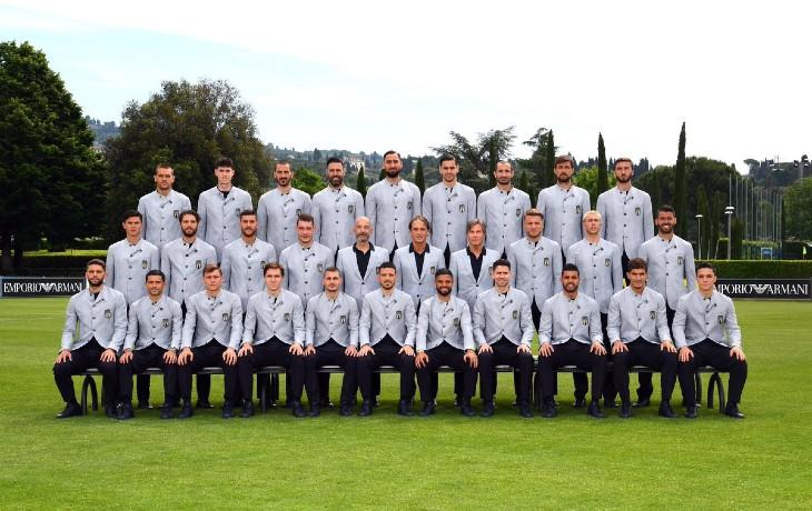 « Facho », « Ku Klux Clan », « Bande de racistes », « Mussolini » : la photo officielle de la sélection italienne pour l'Euro 2021 suscite un flot de racisme anti-blanc