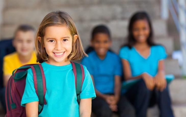 Royaume-Uni : les enfants de la classe ouvrière blanche parmi les plus défavorisés car moins aidés ; on leur enseigne le privilège blanc en primaire