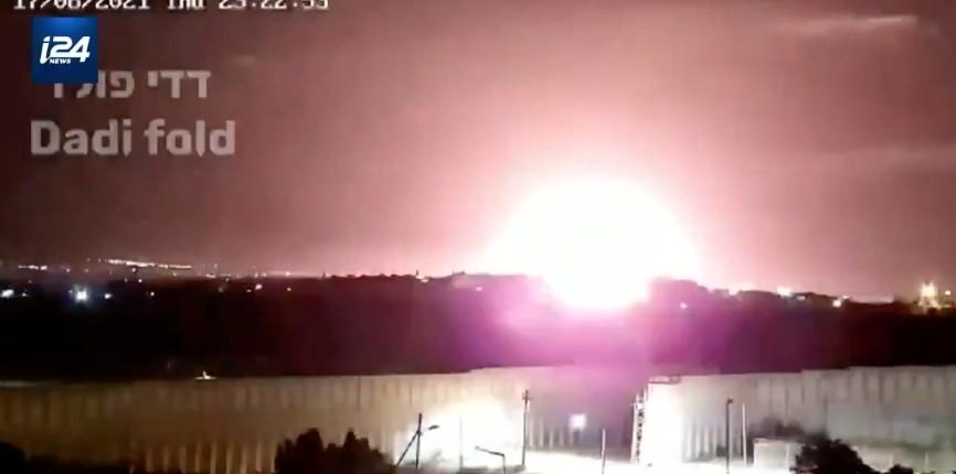 L'aviation israélienne frappe des cibles du Hamas en riposte à des lancers de ballons incendiaires vers Israël (Vidéo)
