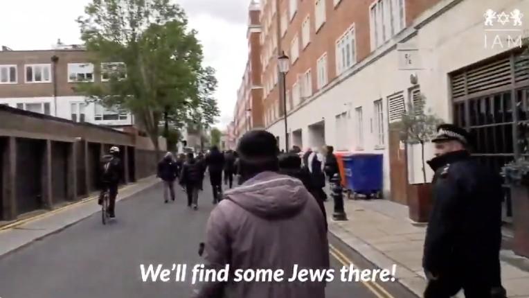 """""""On va trouver des Juifs, on veut leur sang !"""", les appels au meurtre de musulmans radicaux dans les rues de Londres en toute impunité. Aucun média ne montrera ces images…  (Vidéo)"""