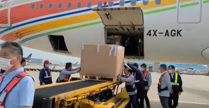 Israël: Les 700 000 doses de vaccin Pfizer refusées par l'Autorité palestinienne sont en route vers la Corée du Sud (Vidéo)