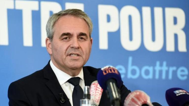 Xavier Bertrand veut interdire le salafisme et dénonce la « naïveté confondante » de Macron