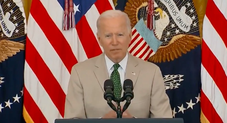 USA: le sénile Biden affirme que 350 millions d'Américains sont vaccinés (pour 328 millions d'habitants)… si Trump avait dit cela tous les médias l'auraient traité de fou, là silence (Vidéo)