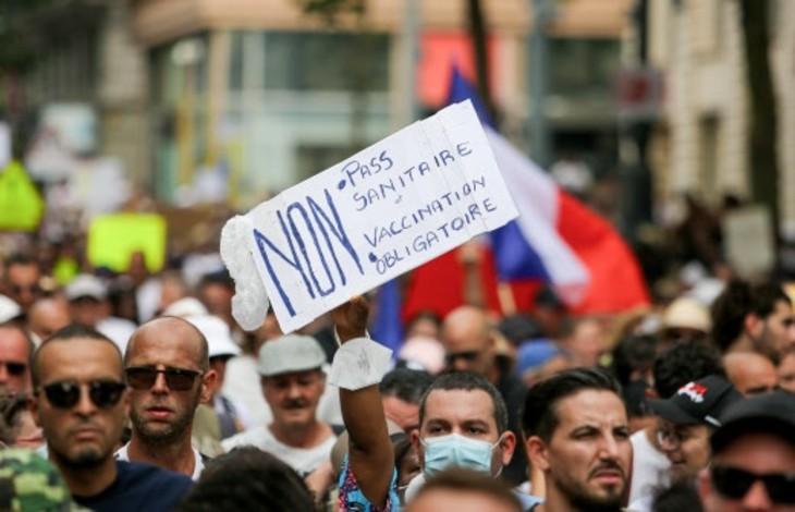 Les hôpitaux en grève à Marseille contre le passe sanitaire. Le personnel hospitalier manifeste contre l'obligation vaccinale