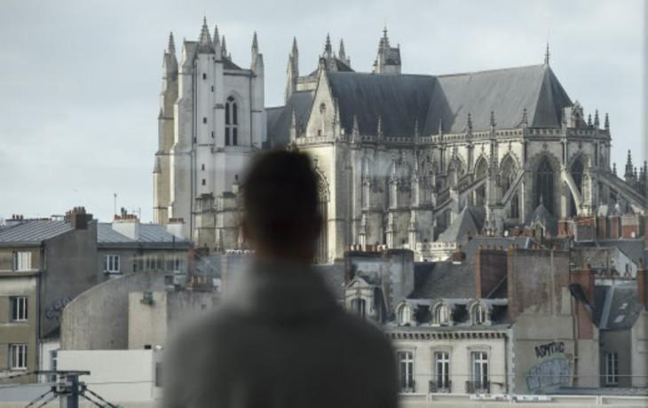 Un migrant rwandais tue le prêtre qui l'accueillait dans sa communauté en Vendée. Il avait déjà incendié la cathédrale de Nantes… mais jamais expulsé malgré une obligation de quitter le territoire