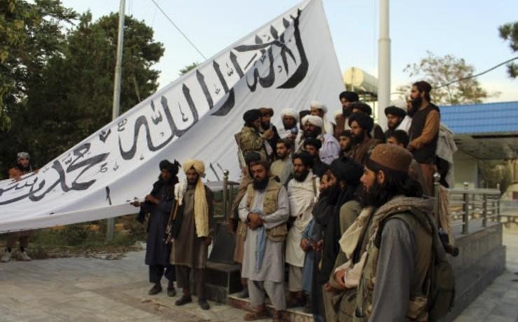 """Afghanistan : la Grèce refuse d'être la """"porte d'entrée"""" de l'UE. La Turquie construit un mur par peur d'un afflux de migrants afghans"""