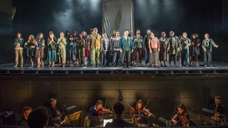 Jugé «trop blanc», l'Opéra Britannique licencie de 14 musiciens blancs au nom de la «diversité»… la plupart membres depuis 20 ans ou plus. La chaine macronienne BFMTV défend l'initiative (Vidéo)
