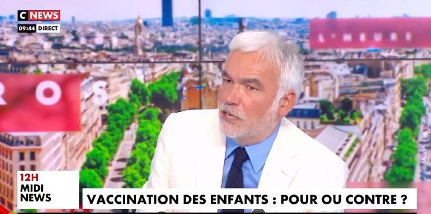 Pascal Praud «L'affirmation d'Olivier Véran sur l'immunité collective grâce au vaccin est fausse… C'est grave ce qu'a dit Véran, ça s'appelle un mensonge d'état» (Vidéo)