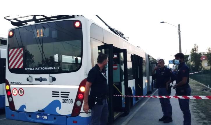 Rimini Italie : un migrant somalien poignarde 5 personnes, dont un enfant de 6 ans à la gorge, à la suite d'un contrôle de ticket de bus