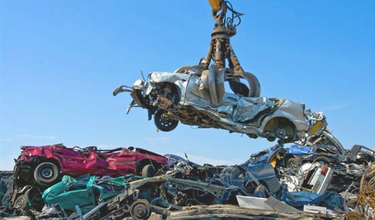 Dans quelques mois, votre voiture sera interdite: Votée en catimini par la macronie au nom de «la folie écolo», une loi va interdire la circulation de près de 50% des voitures en France… pas un média n'en parle