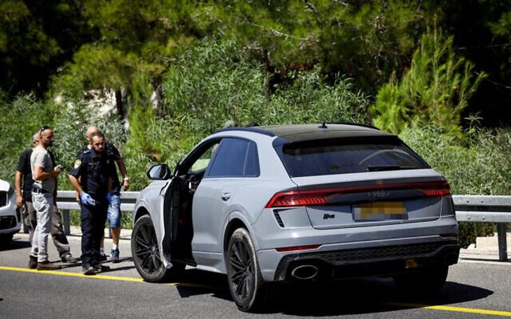 Israël: attaque à la voiture bélier contre un poste de contrôle à Nahariya, un policier tué et un blessé. Le suspect arrêté