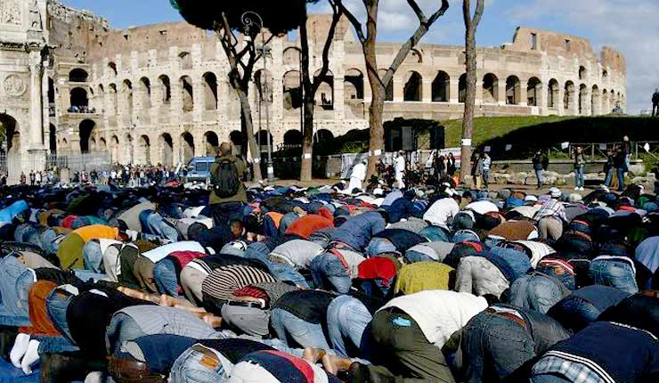 Muslims in Italy: 'Give Us Back Our Mosques or We Will Pray to Allah in the Vatican'