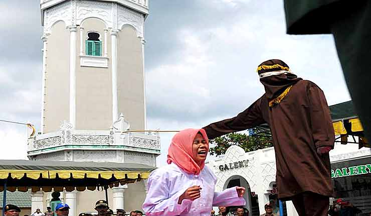 Indonesian woman screams in pain during Aceh caning