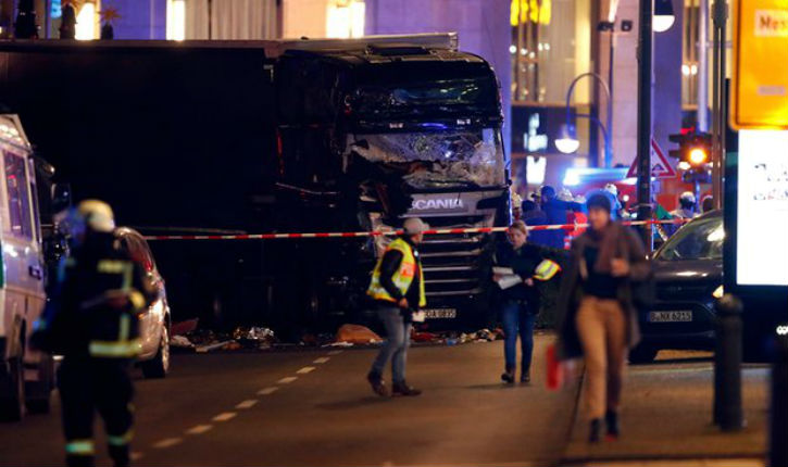 [Video] Terrorism, Berlin : at least 9 dead and and 50  injures dafter truck crashes into Christmas market …