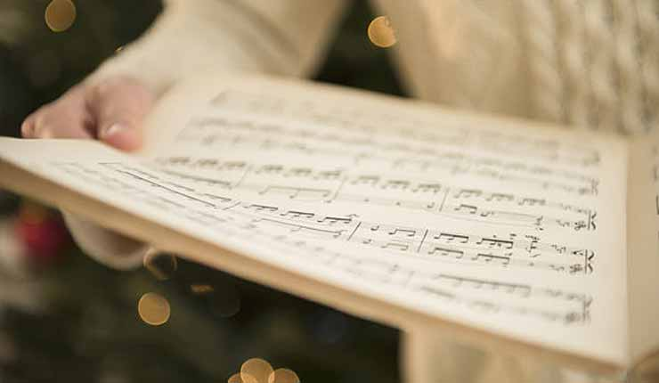 "Schoolchildren BANNED from singing ""Silent Night"" over fears it will OFFEND other religions"