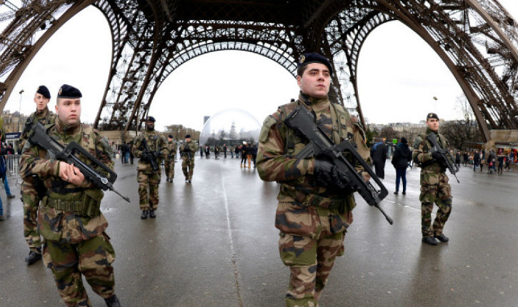 Paris Builds Barrier Around Eiffel Tower to Limit Terrorism