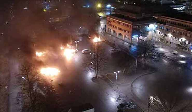Riots in Stockholm suburb of Rinkeby, warning shots fired