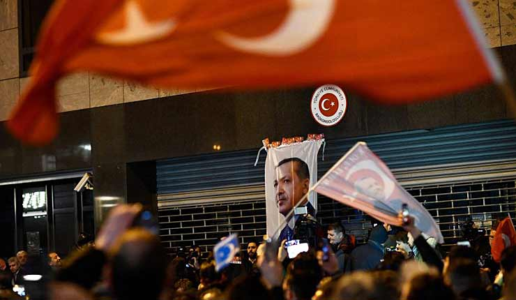 Dutch Muslims Shout Antisemitic Slogans During Turkish Consulate Protest